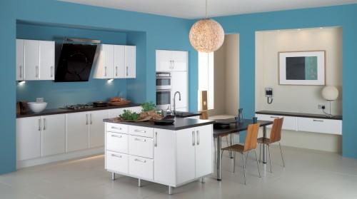 люстра на синей кухне