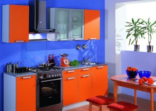 синие обои на кухне