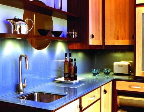 маленькая кухня стеклянная столешница