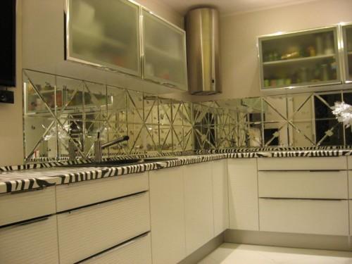 зеркало на маленькой кухне