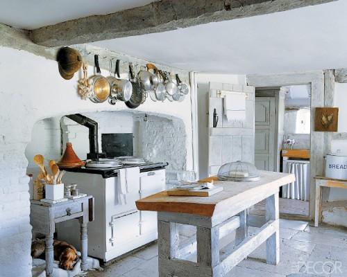 белая кухня в стиле рустик