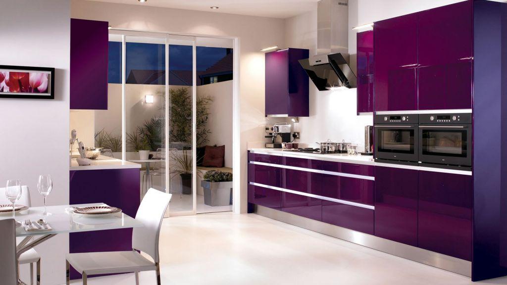 Интерьер кухни баклажанного цвета фото