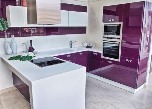 фиолетово белая кухня
