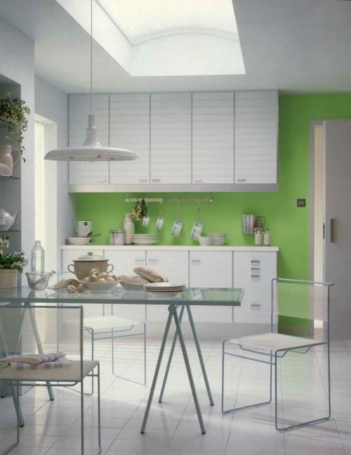 бело зеленая кухня в тропическом стиле