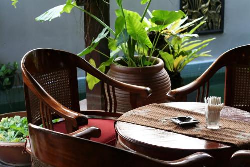 мебель на кухне в тропическом стиле