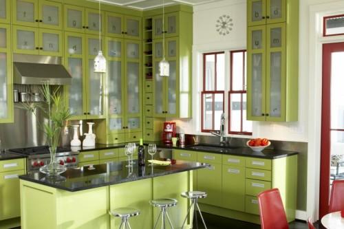 тропическая кухня в мягком зеленом цвете