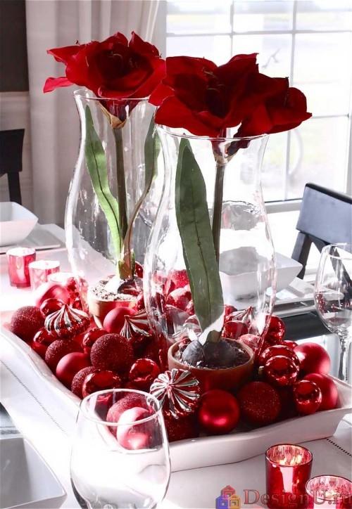 идеи декорирования новогоднего стола красными цветами
