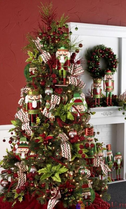 новогодняя елка с щелкунчиком