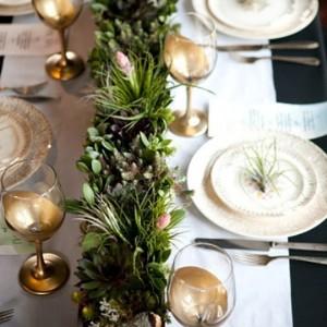 7 вариантов украшения стола растениями